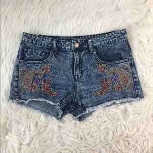 Bdg embroidered frayed hem shorts